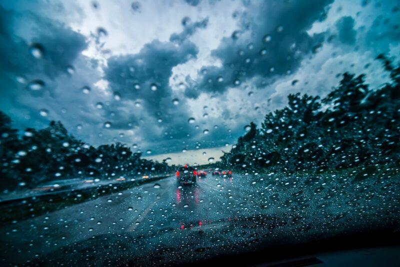 視界良好!雨の日に効果を実感!! フロントガラスコーティング剤のすすめ